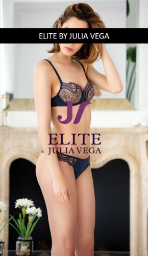 Elite escort madrid natural breast 1
