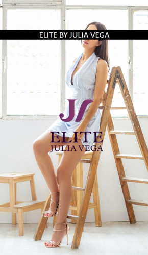 MARISA elite escort Madrid Natural breast tall escort