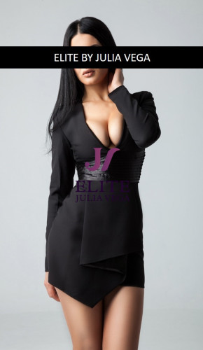 Shana luxury escort Barcelona natural breast 10