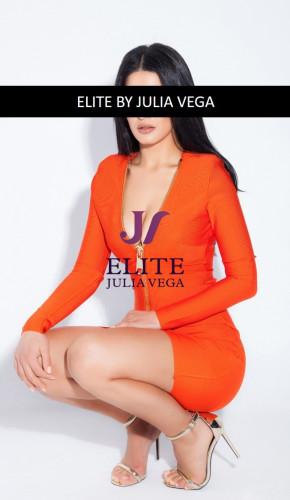 Shana luxury escort Barcelona natural breast 110