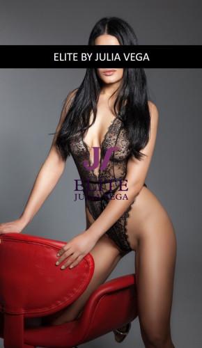 Shana luxury escort Barcelona natural breast 3