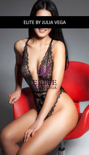 Shana luxury escort Barcelona natural breast 4