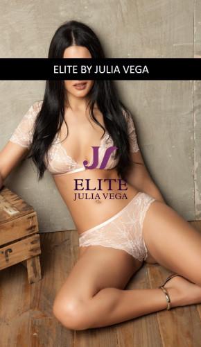 Shana luxury escort Barcelona natural breast 5