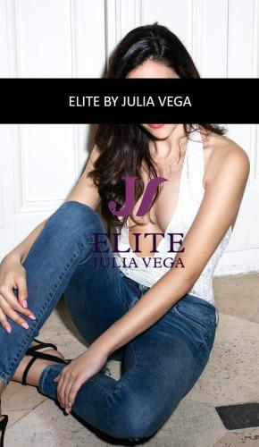 Escort Lujo natural española madrid_Madrid luxury escort natural breast spanish