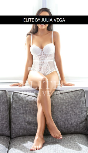 Cecilia escort lujo madrid elite natural parejas Julia Vega