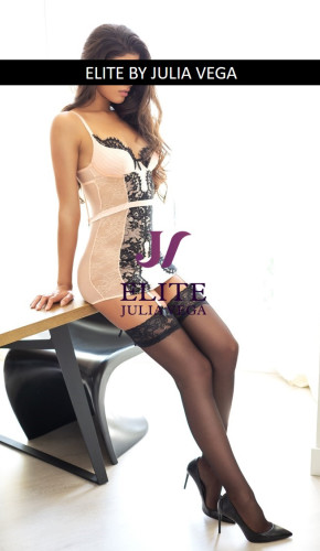 Clara natural breast luxury escort Madrid