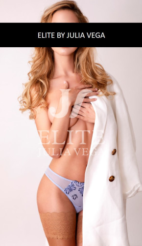Elsa-luxury-escort-Barcelona-natural-breast-4