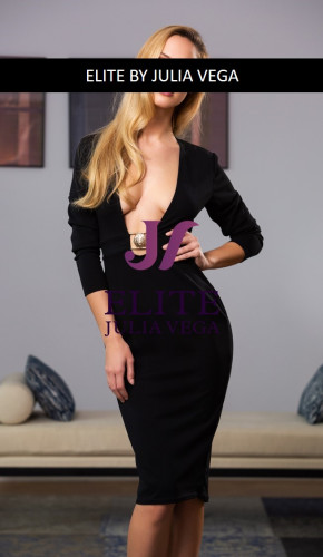 Elsa luxury escort Barcelona natural breast